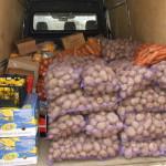 Anlieferung - ein ganzer Bus voller Grundnahrungsmittel